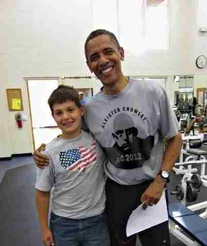 """Брэдли Любящий К КОМУ ЭТО МОЖЕТ ОТНОСИТЬСЯ – ВЗГЛЯД В ЗЕРКАЛО – И """"РАЗГЛАГОЛЬСТВОВАНИЕ"""" Barry-soetoro-aka-barack-obama"""