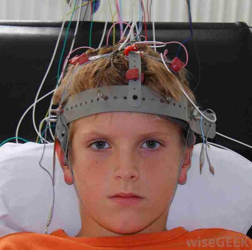 БРЭДЛИ ЛЮБЯЩИЙ. КВАНТОВАЯ ФИНАНСОВАЯ СИСТЕМА = КВАНТОВАЯ СИСТЕМА ЧТЕНИЯ МЫСЛЕЙ Boy-getting-electroencephalogram